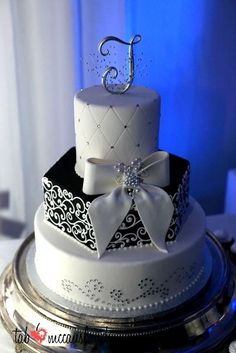Black and White Wedding Cakes Designs
