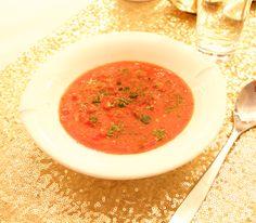 Hämmentäjä: Arjen ihanin tomaatti-sinihomejuustokeitto.