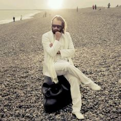 Sebastian Tellier is my dirty French secret. White Suits, Portraits, Photos Voyages, Important People, Music People, Music Tv, Love Affair, Watch V, The Magicians