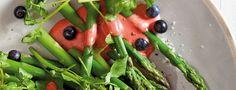 A tasty dessert! Asparagus Salad, Tasty, Yummy Yummy, Delicious Desserts, Watermelon, Berries, Fruit, Vegetables, Dessert Ideas