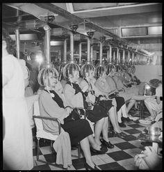 """Paris 1932 """"Marcel Bovis- Salon de coifure Chez Antoine"""""""