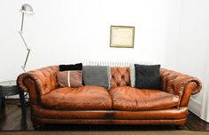 Tips That Help You Get The Best Leather Sofa Deal. Leather sofas and leather couch sets are available in a diversity of colors and styles. A leather couch is the ideal way to improve a space's design and th Distressed Leather Sofa, Cognac Leather Sofa, Vintage Leather Sofa, Brown Leather, Chesterfield Sofas, Leather Chesterfield, London Living Room, Living Room Sofa, Room London