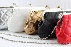 Bolso clutch de fiesta en varios colores con boquilla color plata, destaca su elaboración con un tacto suave, asa larga metálica. Color Plata, Metal, Drip Tip, White Colors, Metals