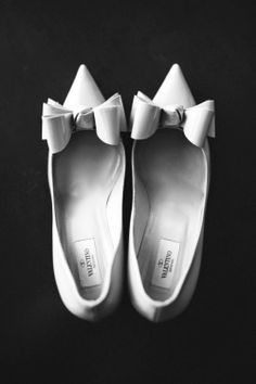 """periwinkleliving: """"(via Pin by A Crimson Kiss on Shoes, Glorious Shoes Crazy Shoes, On Shoes, Me Too Shoes, Ballet Shoes, Dance Shoes, Bridal Shoes, Wedding Shoes, Wedding Stuff, Wedding Gowns"""