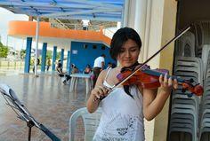 Las niñas y niños se benefician con aprendizaje en violín vacacionales 2015 GAD Municipal Pasaje.