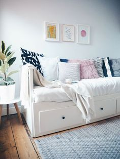 Spare Room Ideas - Attic places are the flawless room to make a guest or spare bedroom. Spare Room Office, My Spare Room, My New Room, Bedroom Office Combo, Hemnes Day Bed, Ikea Deco, Daybed Room, Ikea Daybed, Living Room Decor