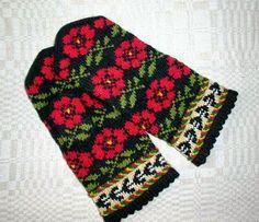 Items similar to Hand knitted warm wool mittens , gloves patterned Black and Red roses on Etsy Knit Mittens, Knitted Gloves, Knitting Socks, Hand Knitting, Black And Red Roses, Knitting Projects, Elsa, Crochet Patterns, Album