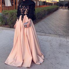 Dresses Source by Hijab Prom Dress, Hijab Gown, Muslimah Wedding Dress, Hijab Evening Dress, Hijab Wedding Dresses, Evening Dresses, Best Formal Dresses, Elegant Dresses, Beautiful Dresses