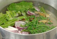Se você quer dar um tempo dos caldos industrializados e fazer o seu próprio caldo de legumes (que é muito mais gostoso e saudável) é só levar ao fogo uma panela grande com três litros de água e os …