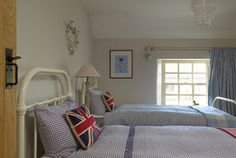 Explore the twin bedroom | Pudding Cottage - Luxury country cottage near the beautiful City of Bath