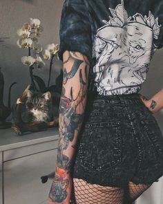 Image about style in Tattoos by Shea on We Heart It Edgy Outfits, Grunge Outfits, Grunge Fashion, Look Fashion, Cute Outfits, Street Fashion, Hipster Fashion, 90s Fashion, Tattoo Girls