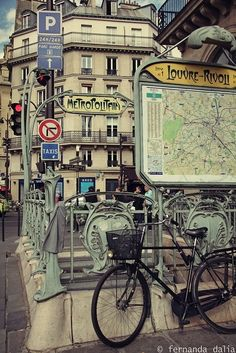 Métropolitan Métro Station, love the map of the city sites. -  Paris