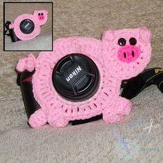 Pig Lens Critter pattern by Cyndi Hughes Crochet Bib, Crochet Home, Piggies In A Blanket, Crochet Camera, Crochet Photo Props, Photographing Kids, Stuffed Animal Patterns, Handmade Decorations, Yarn Needle