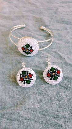 Folk Embroidery, Embroidery Patterns, Bracelet Crafts, Plastic Canvas, Stitches, Free Pattern, Crochet Earrings, Cross Stitch, Drop Earrings