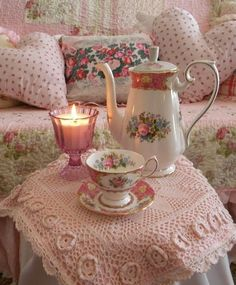 A quiet, ''pink'' tea time just for her! / The Romantic Rose
