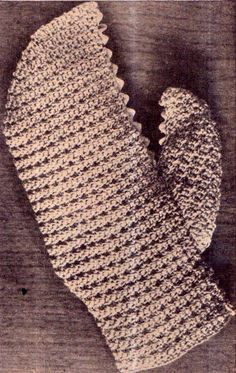 Here's an amusing lobster claw mitt, a perfect gift for the man of the house who'll be presiding at family barbecues. Make this practical mitt in a shade of watermelon, then trim with rose. Vintage Crochet Patterns, Vintage Knitting, Man Of The House, Lobster Claws, Cookery Books, Retro Home Decor, Vintage Crafts, Knit Crochet, Antiques