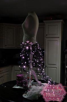 Turn a Dress form into a Shabby Chic Christmas tree using chicken wire, garland and lights. Mannequin Christmas Tree, Dress Form Christmas Tree, Holiday Tree, Christmas Tree Decorations, Christmas Trees, Christmas Diy, Rustic Christmas, Holiday Crafts, Christmas Border