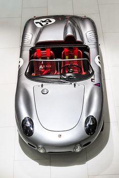 Does it make you remember the newest Porsche 918 Spyder? Isso te faz lembrar o mais novo Porsche 918 Spyder? Porsche 550, Porsche Autos, Porsche Cars, Porsche Roadster, Vintage Porsche, Vintage Cars, Classic Sports Cars, Classic Cars, Wallpaper Cars