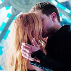 / from the story a filha do meu padrasto - Clace (finalizada) by jehni_Rodrigues (Jehni Sherwood) with 232 reads. Clary Fray, Jace And Clary Kiss, Shadowhunters Tv Series, Shadowhunters The Mortal Instruments, Dominic Sherwood, Cute Couples Kissing, Cute Couples Goals, Cassandra Clare, Thanos Avengers