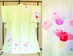 Japanese silk kimono pastel green tulips, Vintage silk kimono lime green, light green houmongi tsukesage, authentic kimono robe tulip spring by SalzTokyo on Etsy https://www.etsy.com/listing/274872718/japanese-silk-kimono-pastel-green-tulips
