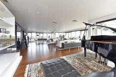 Modern living room by Vasechkin Design https://www.homify.co.uk/ideabooks/31014/elegant-life-on-putney-wharf