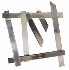 JAMIE BISCHOF / Estados Unidos / Sin título, 2016 /  Aluminio, madera, tornillos de acero inoxidable
