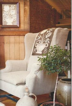 Love the textured piece on the chair. Primitive Living Room, Primitive Furniture, Primitive Folk Art, Primitive Decor, Prim Decor, Country Decor, Country Homes, Colonial Decorating, Cottage Decorating