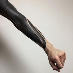 60 Blackout Tattoo Sleeve Designs For Men - Solid Black Ink Ideas Black Sleeve Tattoo, Black Tattoo Cover Up, Solid Black Tattoo, Best Sleeve Tattoos, Tattoo Sleeve Designs, Cover Tattoo, Tattoo Designs Men, Tattoo Pain, Legs