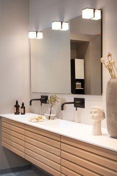 Trollstigen - Strai kjøkken Double Sink Bathroom, Beige Bathroom, Bathroom Inspo, Bathroom Styling, Bathroom Interior Design, Bathroom Inspiration, Modern Bathroom, Master Bathroom, Scandinavian Bathroom