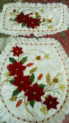 Diy And Crafts, Christmas Crafts, Christmas Decorations, Holiday Decor, Learn Embroidery, Ribbon Embroidery, Vintage Christmas, Christmas Diy, Diy Toilet Paper Holder