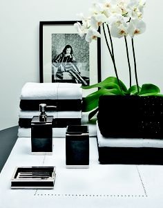These luxurious products have been created using Swarovski Elements. The unique combination of both high-quality textiles and sparkling crystals guarantee long-lasting qualitiy as well as unrivalled luxury in the bath and bedroom.
