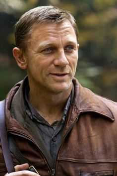 Daniel Craig in Defiance: He spent 2 yrs in the woods and didn't grow a beard! Rachel Weisz, Daniel Craig Style, Daniel Craig James Bond, William Blake, Casino Royale, Chester, Craig Bond, Daniel Graig, Best Bond