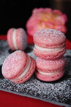 Surprises et gourmandises -  Macarons rose-hibiscus