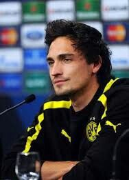 Mats Hummels Photos - Mats Hummels speaks during a Borussia Dortmund press conference ahead of the UEFA Champions League final match against FC Bayern Muenchen at Wembley Stadium on May 2013 in London, United Kingdom. World Cup Teams, Fifa World Cup, Germany National Football Team, Germany Team, Mats Hummels, Dfb Team, Women's Cycling Jersey, Cycling Jerseys, German Men