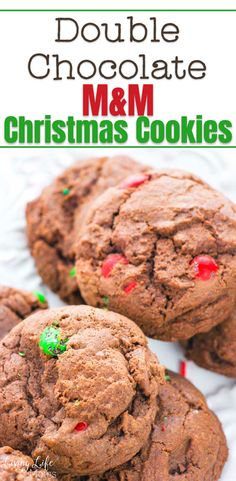 These Double Chocolate M&M Christmas Cookies are so delicious and simple to make! Perfect for Christmas cookies or a great gift idea to share with family and friends! The perfect holiday treat to share with guests. Easy Holiday Cookies, Cookies For Kids, Fun Cookies, Holiday Treats, Christmas Treats, Christmas Cookies, Perfect Cookie, Easy Cookie Recipes, Rice Krispie Treats