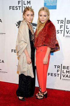 Happy Birthday Mary Kate und Ashley Olsen! Wir zeigen die schönsten Looks der Zwillinge.
