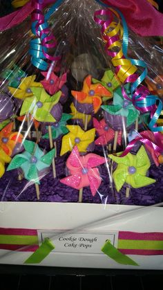 Pinwheel Cake Pops from Sugar This