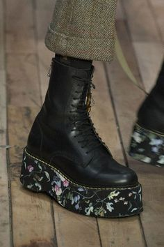 at New York Fashion Week Fall 2017 - Details Runway Photos The Effective Pictures We Offer You About Runway Fashion blue A quality picture can tell you many things. You can find the most beautiful Cute Shoes, Women's Shoes, Me Too Shoes, Shoe Boots, Golf Shoes, Looks Style, Looks Cool, My Style, Aesthetic Shoes