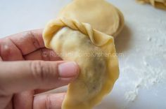Empanadas, also known as turnovers or hand pies, are perfect as snacks or appetizers and can be filled with anything you can imagine. This flaky pastry treat is of Spanish origin and quite famous i… Filipino Dishes, Filipino Recipes, Filipino Food, Filipino Empanada, Empanadas Recipe, Flaky Pastry, Pinoy Food, Bread And Pastries, Hand Pies