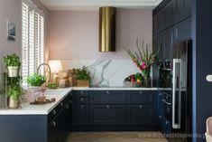 Tam_i_tu Pauli – odwiedzamy dom pełen inspiracji Art Deco Kitchen, Home Decor Kitchen, Interior Design Kitchen, Home Kitchens, G Shaped Kitchen, Kitchen Cabinets Decor, Kitchen Stories, Living Room Decor, House Design