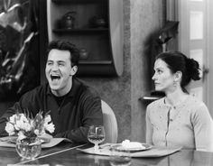 Still of Courteney Cox and Matthew Perry in Friends (1994)