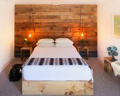 HOME AND GARDEN: 60 idées pour recycler des palettes. Tête de lit en bois en mode géant