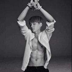 *-Oooh see nene- Yoongi se veía arrodillado, con la camisa abierta y las manos atadas sobre él -Azótame, aráñame, hazme lo que quieras –
