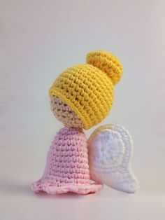 In this post I will show you how you can crochet a small, simple guardian angel yourself. The angel is suitable as a decoration or keychain and is a wonderful gift. Angel Crochet Pattern Free, Crochet Angels, Crochet Patterns Amigurumi, Amigurumi Doll, Crochet Dolls, Knitting Patterns, Cute Crochet, Crochet For Kids, Knit Crochet