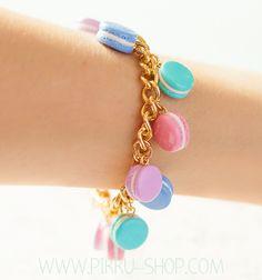 Pastel Dream Macaron Bracelet from Pikku Shop Kawaii Jewelry, Cute Jewelry, Handmade Bracelets, Beaded Bracelets, Macarons, Pallet, Polymer Clay, Resin, Girly