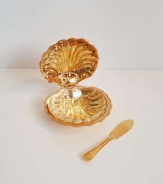 Vintage Gold Mayell English Clam Shell Butter/Caviar Dish, Gold Plated by on Etsy Caviar Dishes, Retro Vintage, Vintage Items, Flavored Butter, Clams, Serving Dishes, Clear Glass, Shells, Plating