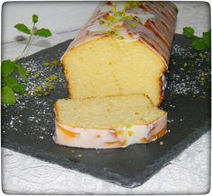 Fluffig-saftiger-Zitronenkuchen-mit-Guss