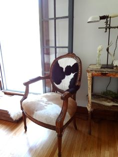 Connecting buyers and sellers of vintage Furniture Cowhide Rug Decor, Cowhide Furniture, Upholstered Furniture, Antique Furniture, Furniture Design, Antique Chairs, Cow Hide Rug, Decoration, Armchair