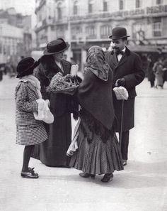 Vendedora de flores en La Puerta del Sol 1900
