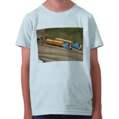 train_shirt-r075fa653b1d448fdb4deefef40c184cc_f0ll0_512.jpg 512×512 pixels